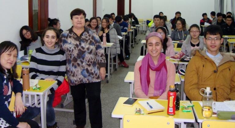 Будущие китайские медики слушают амурских лекторов