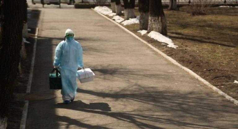В Приамурье поступили 10 тысяч защитных костюмов для медработников, оказывающих помощь больным COVID-19